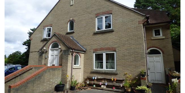 £850 per Calendar Month, 2 Bedroom Flat To Rent in Poole, BH14