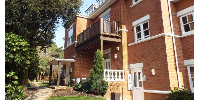 £950 per Calendar Month, 2 Bedroom Flat To Rent in Bournemouth, BH3