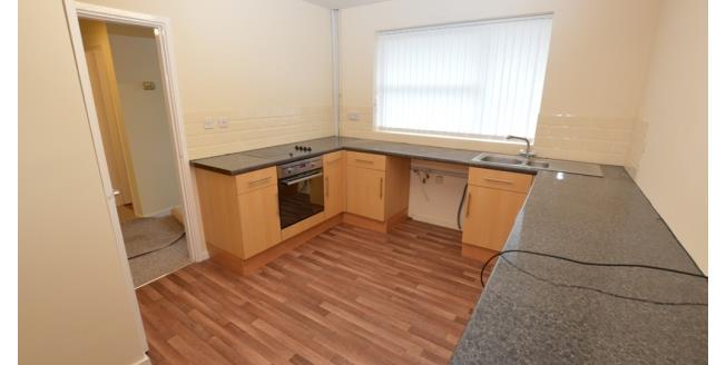 £525 per Calendar Month, 3 Bedroom Flat To Rent in Dronfield, S18