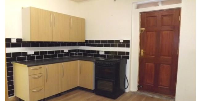 £450 per Calendar Month, 3 Bedroom Flat To Rent in Sheffield, S5