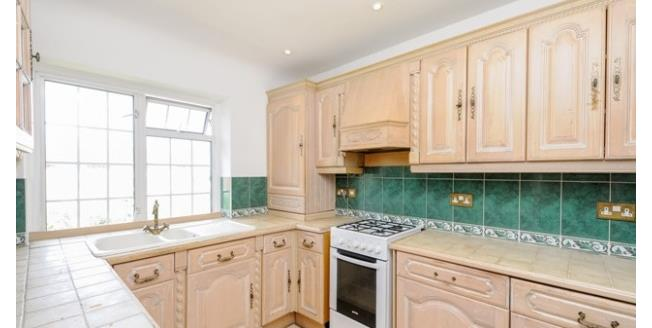 £975 per Calendar Month, 1 Bedroom Flat To Rent in London, E4