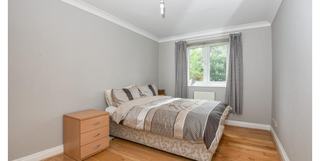 £1,200 per Calendar Month, 2 Bedroom Flat To Rent in London, E4