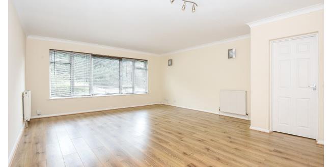 £1,250 per Calendar Month, 2 Bedroom Flat To Rent in Buckhurst Hill, IG9