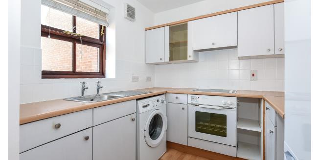£825 per Calendar Month, 1 Bedroom Flat To Rent in Abridge, RM4