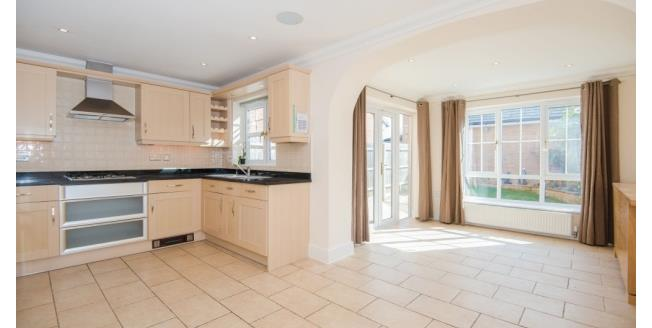 £2,500 per Calendar Month, 4 Bedroom Town House To Rent in Watford, WD19