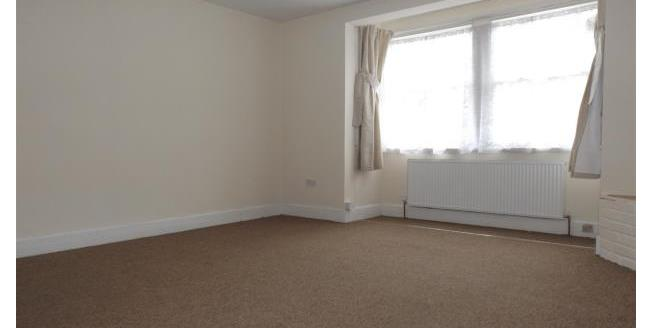 £1,000 per Calendar Month, 3 Bedroom Flat To Rent in Chorleywood, WD3