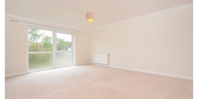 £1,200 per Calendar Month, 2 Bedroom Flat To Rent in Chorleywood, WD3