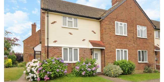 £1,250 per Calendar Month, 2 Bedroom Flat To Rent in Northwood, HA6