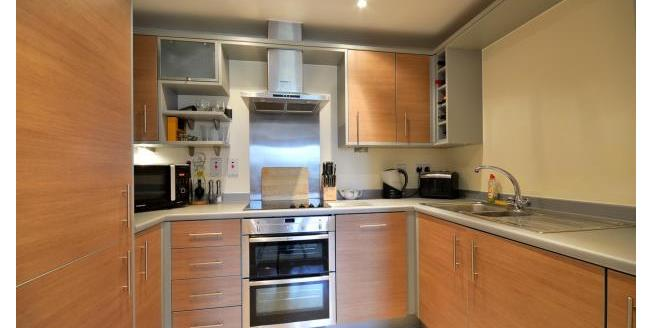 £1,250 per Calendar Month, 2 Bedroom Flat To Rent in Watford, WD18