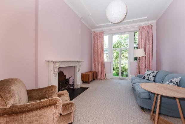 £2,340 per Calendar Month, 4 Bedroom House To Rent in Barnet, EN5