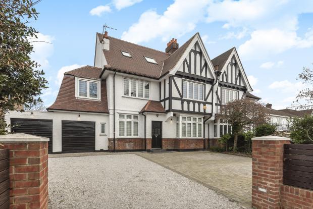 £4,000 per Calendar Month, 6 Bedroom House To Rent in London, N20