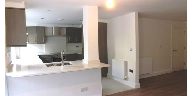 £1,450 per Calendar Month, 2 Bedroom Flat To Rent in New Barnet, EN5