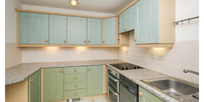 £1,500 per Calendar Month, 3 Bedroom House To Rent in Enfield, EN2