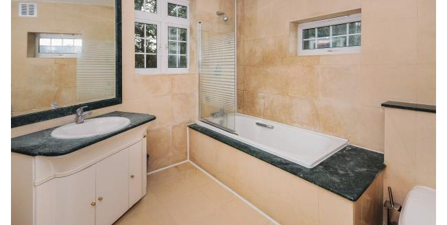 £2,700 per Calendar Month, 4 Bedroom Semi Detached House To Rent in London, N3