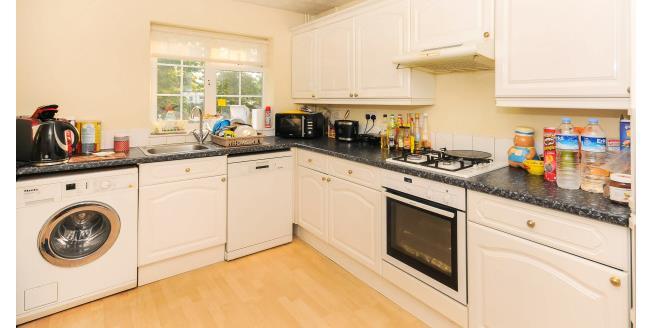 £1,795 per Calendar Month, 3 Bedroom House To Rent in London, N12