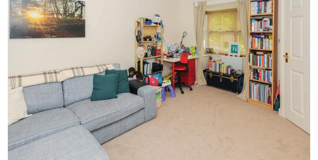 £1,550 per Calendar Month, 2 Bedroom House To Rent in London, N11