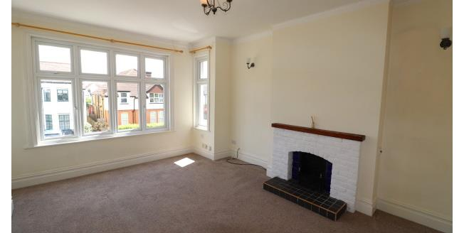 £975 per Calendar Month, 3 Bedroom Apartment To Rent in Westcliff-on-Sea, SS0