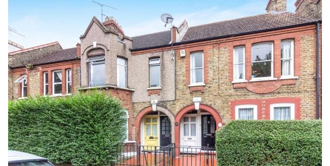 £1,300 per Calendar Month, 2 Bedroom Flat To Rent in London, E17