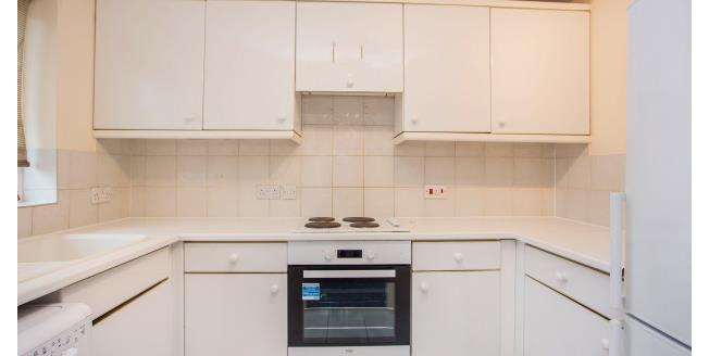 £1,083 per Calendar Month, 1 Bedroom Flat To Rent in London, NW4