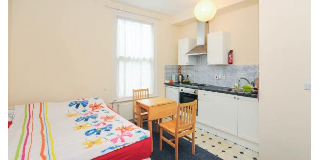 £825 per Calendar Month, Flat To Rent in London, N4