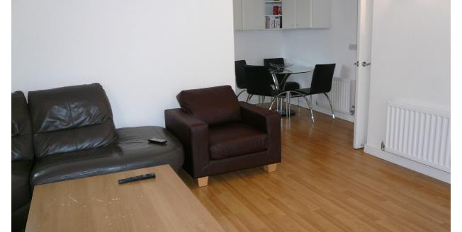 £1,400 per Calendar Month, 2 Bedroom Flat To Rent in London, N22