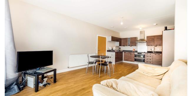 £1,200 per Calendar Month, 2 Bedroom Flat To Rent in Romford, RM7