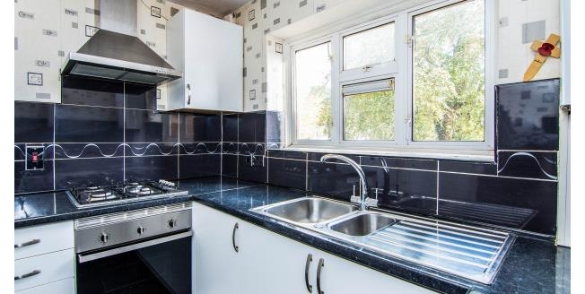 £950 per Calendar Month, 2 Bedroom Apartment To Rent in Upminster, RM14