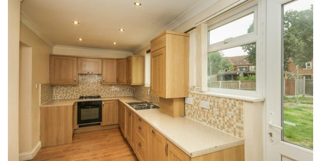 £1,550 per Calendar Month, 3 Bedroom House To Rent in Chigwell, IG7