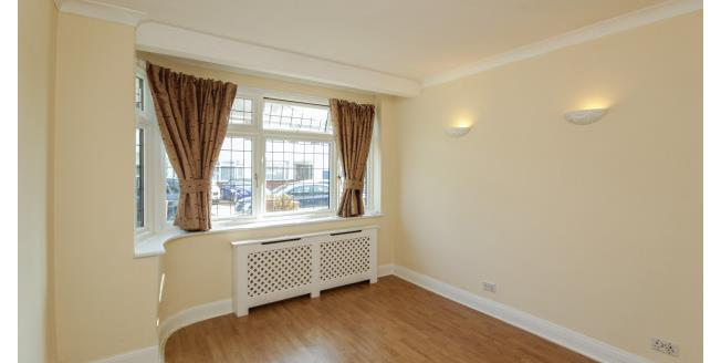 £1,575 per Calendar Month, 3 Bedroom House To Rent in Ilford, IG6