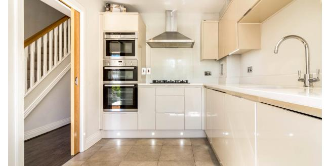 £2,250 per Calendar Month, 4 Bedroom Town House To Rent in London, N14