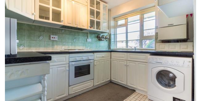£1,250 per Calendar Month, 2 Bedroom Flat To Rent in London, N14