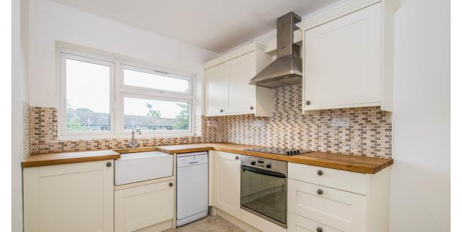 £1,450 per Calendar Month, 2 Bedroom Maisonette Apartment To Rent in London, N14