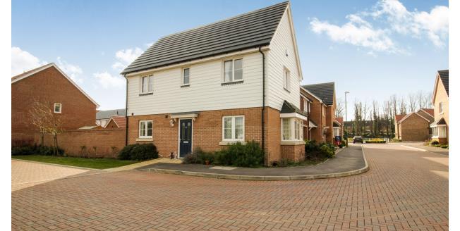 £1,600 per Calendar Month, 3 Bedroom House To Rent in Cheshunt, EN8