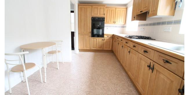 £1,650 per Calendar Month, 4 Bedroom Detached House To Rent in Caterham, CR3