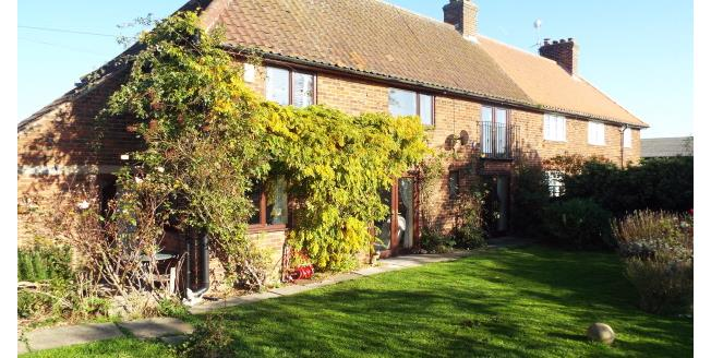 £940 per Calendar Month, 3 Bedroom Cottage House To Rent in Newark, NG23