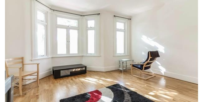 £1,100 per Calendar Month, 2 Bedroom Flat To Rent in London, E11