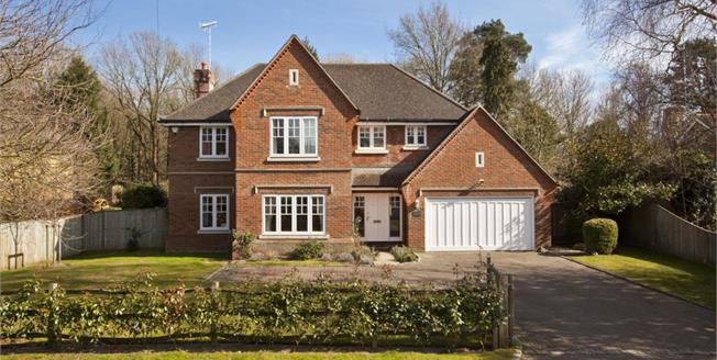 £4,950 per Calendar Month, 5 Bedroom Detached House To Rent in Weybridge, KT13