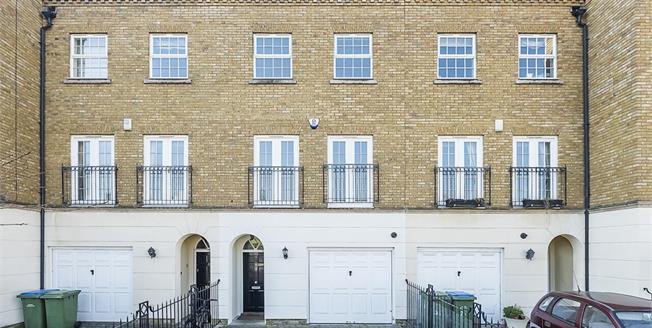 £2,395 per Calendar Month, 4 Bedroom Town House To Rent in Long Ditton, KT6