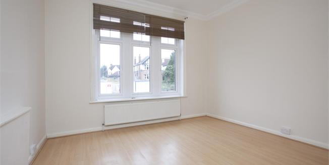 £995 per Calendar Month, 1 Bedroom Flat To Rent in Thames Ditton, KT7