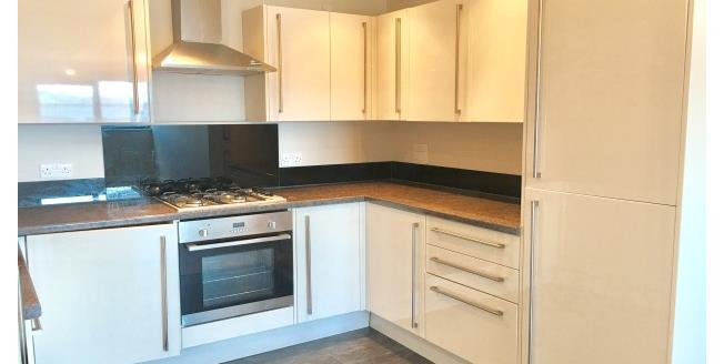 £600 per Calendar Month, 1 Bedroom Apartment To Rent in Plymouth, PL1