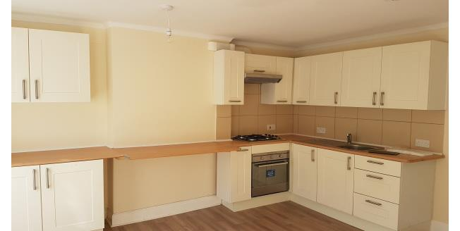 £650 per Calendar Month, 3 Bedroom Flat To Rent in Bangor, LL57