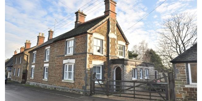 £895 per Calendar Month, 3 Bedroom Detached House To Rent in Towcester, NN12