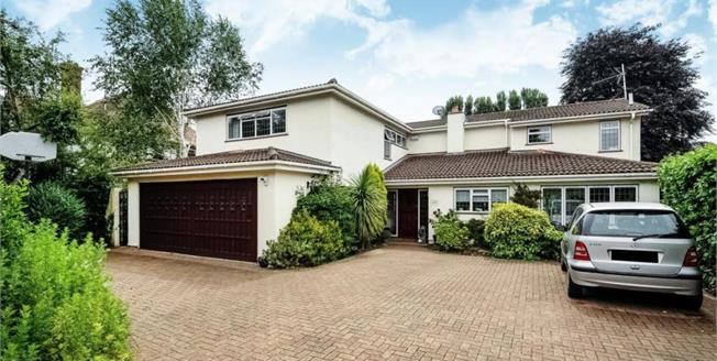 £3,500 per Calendar Month, 4 Bedroom Detached House To Rent in Walton-on-Thames, KT12