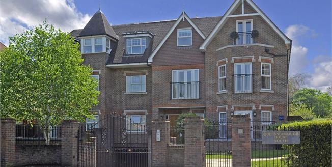 £1,500 per Calendar Month, 2 Bedroom Flat To Rent in Weybridge, KT13