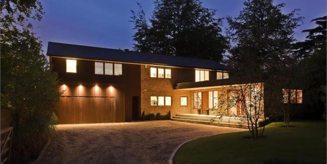 £6,500 per Calendar Month, 5 Bedroom Detached House To Rent in Walton-on-Thames, KT12