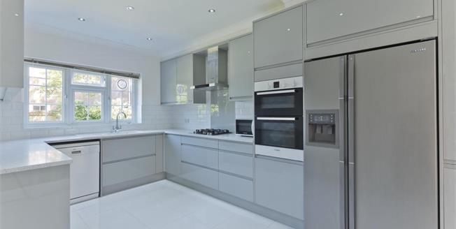 £3,250 per Calendar Month, 4 Bedroom Detached House To Rent in Weybridge, KT13