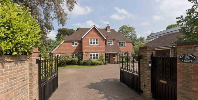 £6,500 per Calendar Month, 5 Bedroom Detached House To Rent in Weybridge, KT13