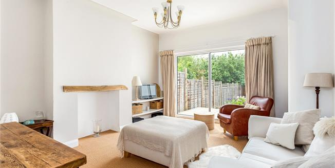 Asking Price £599,950, 2 Bedroom Flat For Sale in NW11