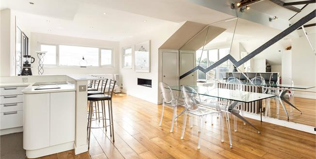 Asking Price £1,100,000, 2 Bedroom Flat For Sale in NW3