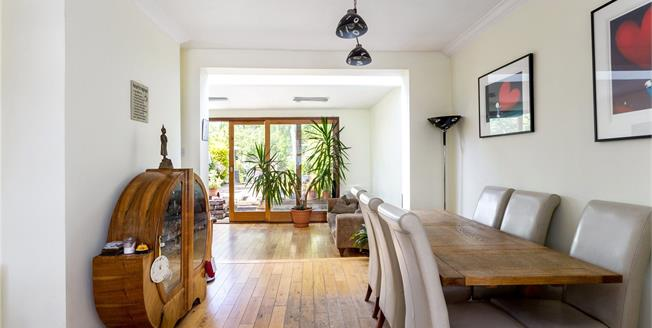 Asking Price £1,000,000, 3 Bedroom End of Terrace House For Sale in NW11